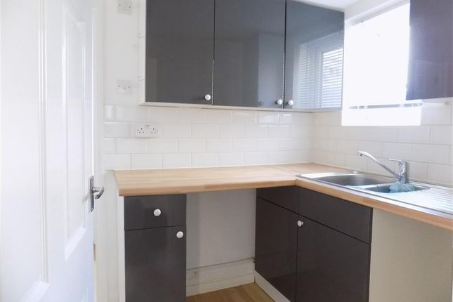 Thumbnail Flat to rent in Ashford Road, Eastbourne