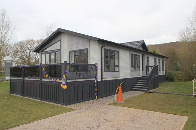 Thumbnail Mobile/park home for sale in Welford Chase, Binton Road, Welford On Avon