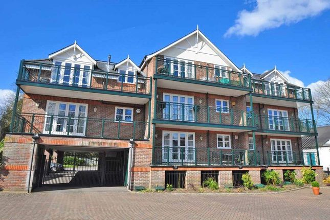 Thumbnail Flat to rent in Ray Mead Road, Maidenhead