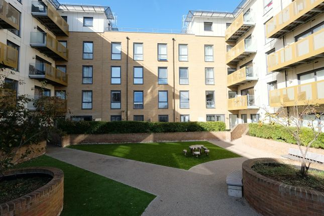 Thumbnail Flat for sale in Dunn Side, Chelmsford