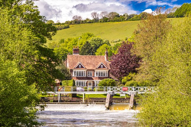 Thumbnail Detached house for sale in Mill House, Streatley On Thames