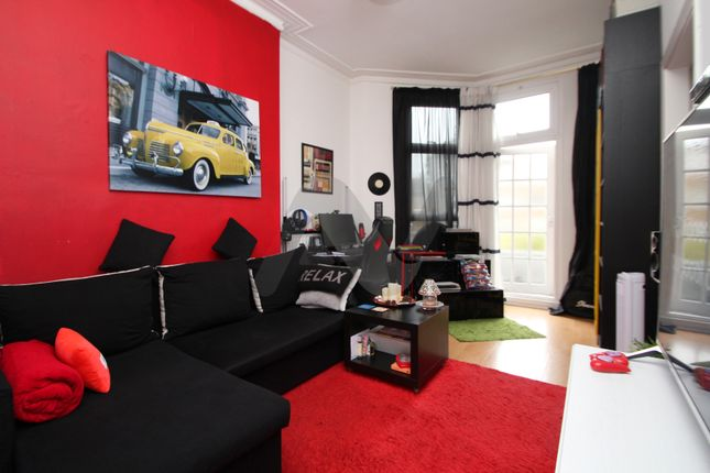 Thumbnail Flat to rent in Archway Road, Highgate