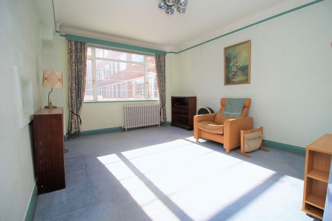 Thumbnail Flat for sale in Du Cane Court, Balham