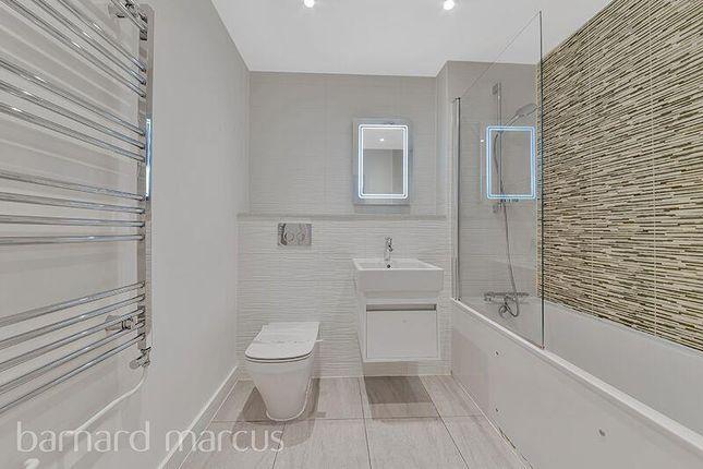 Bathroom of Kilby Court, Osier Lane, London SE10