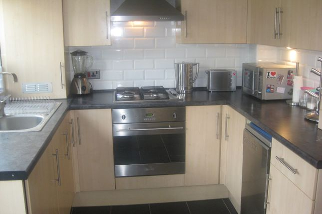 Thumbnail Terraced house to rent in Bishops Way, Bethnal Green