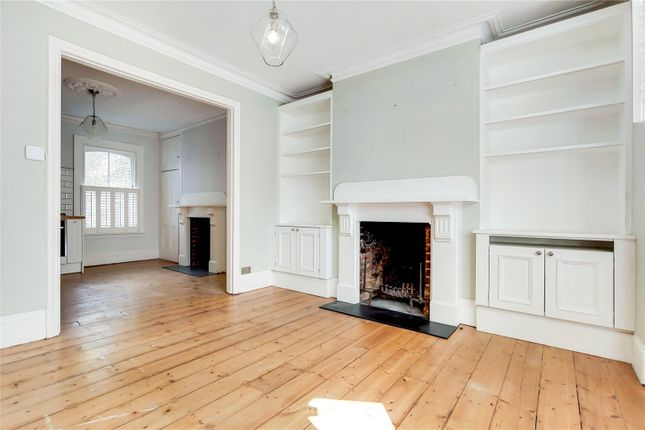 3 bed flat to rent in Mallinson Road, London SW11
