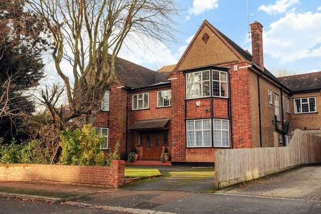Thumbnail Detached house for sale in Lake View, Edgware