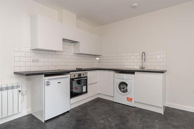 L-Shaped Kitchen of Waterside, Chesham, Buckinghamshire HP5