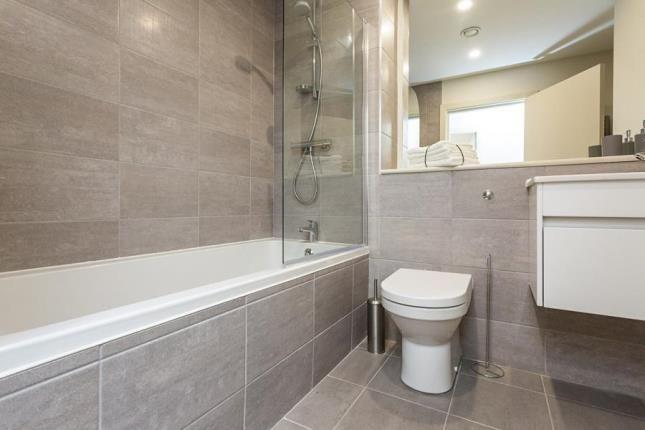 Bathroom of Holman House, 125A Queen Street, Sheffield S1