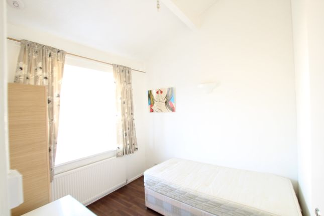 Thumbnail Shared accommodation to rent in Ironmongers Place, Docklands