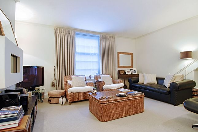 Flat to rent in De Walden Street, London