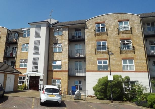 Flat for sale in Basingstoke, Hampshire