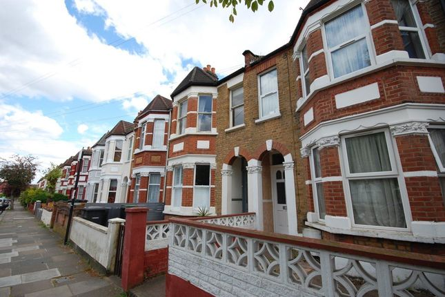 2 bed flat to rent in Kimberley Gardens, London
