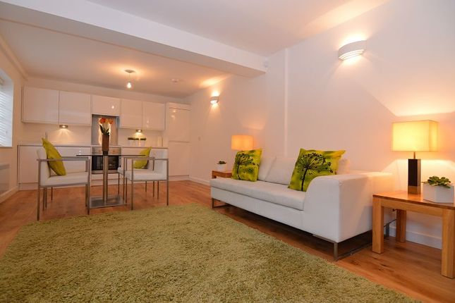 Thumbnail Flat to rent in Peach Street, Wokingham