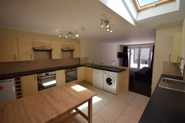 Thumbnail Shared accommodation to rent in Woodville Road, Cathays, Cardiff