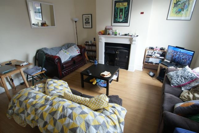 Thumbnail Flat to rent in Woodsley Road, Hyde Park, Leeds