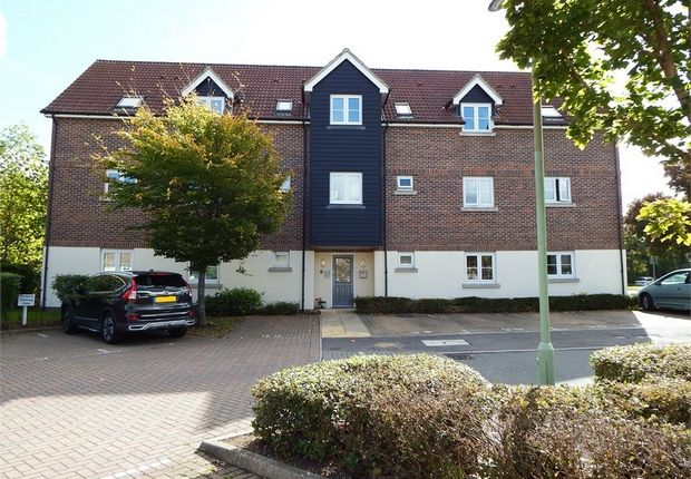Thumbnail Flat for sale in Scholars Walk, Farnborough, Hampshire