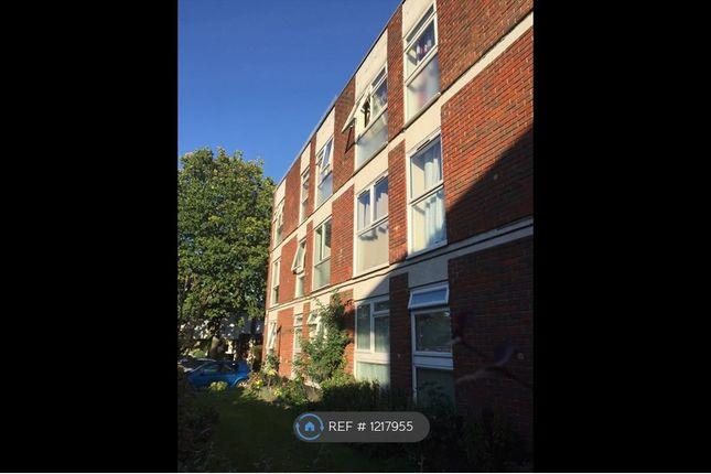 Thumbnail Flat to rent in Fosse Way, Surrey