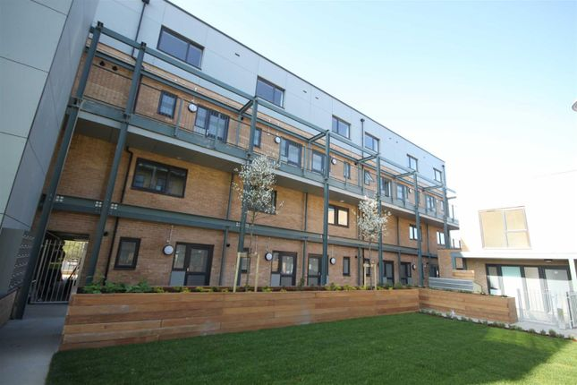 Thumbnail Flat to rent in Flamsteed Close, Cambridge