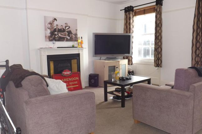 Thumbnail Flat to rent in Clapham Road, London