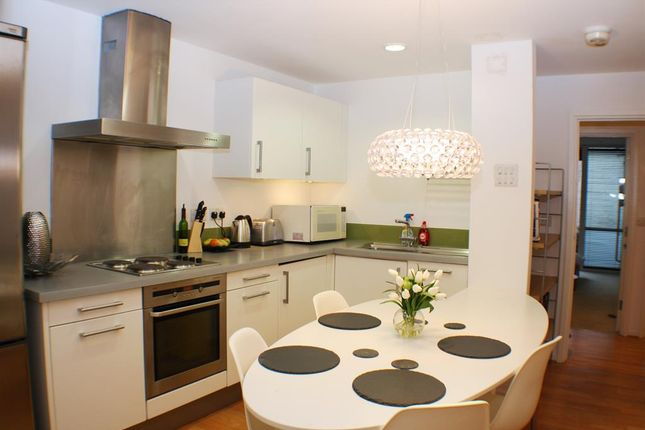 Thumbnail Flat to rent in Lever Street, Angel, London