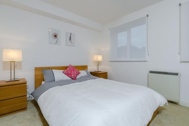 Thumbnail Flat to rent in Ferguson Close, Canary Wharf