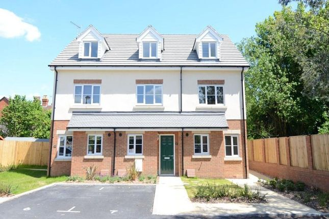 Thumbnail Town house to rent in Gloster Close, Farnborough