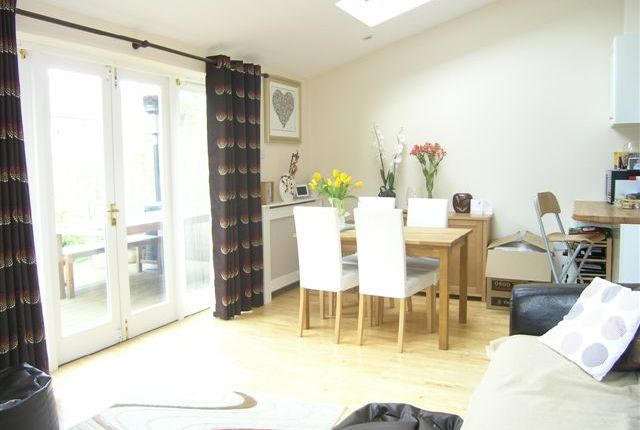 Maisonette to rent in Somerset Avenue, Raynes Park, London