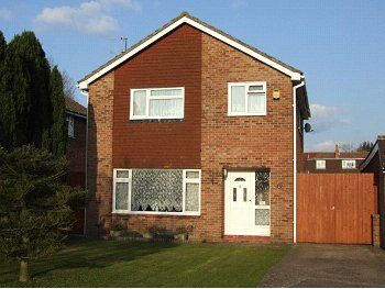 Thumbnail Detached house to rent in Palmer Close, Horley, Surrey