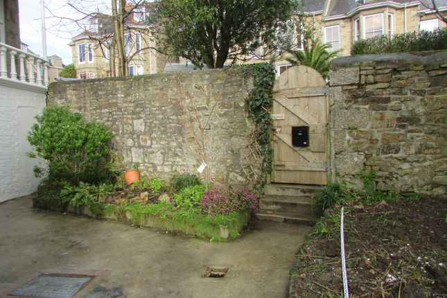 Thumbnail Flat to rent in Lannoweth Road, Penzance