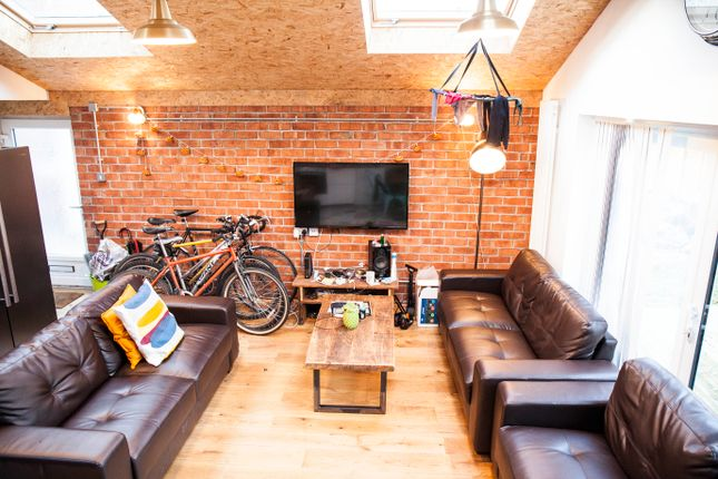 Thumbnail Semi-detached house to rent in Ladybarn Crescent, Manchester