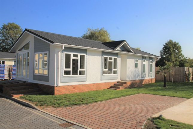 Thumbnail Mobile/park home for sale in Huxtable Gardens, Bray, Maidenhead