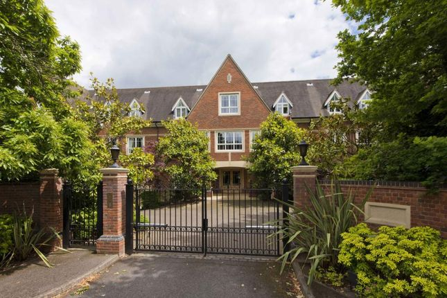 Thumbnail Flat to rent in Ormonde Place, Old Avenue, Weybridge