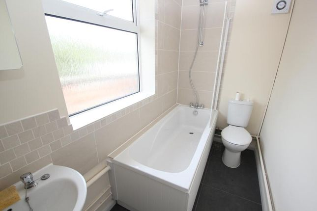 Thumbnail Maisonette to rent in Hermitage Road, Woking