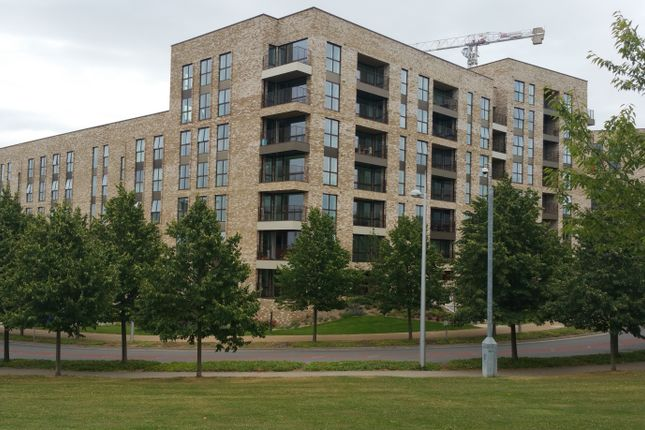 Thumbnail Flat to rent in Lakeside Drive, Park Royal, London