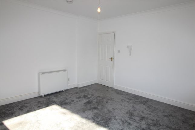 2 bed flat to rent in Flat 8 Brunswick Court, Cleethorpes, N.E. Lincolnshire DN35