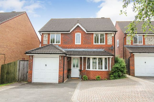 Thumbnail Detached house for sale in Sedge Grove, Thatcham