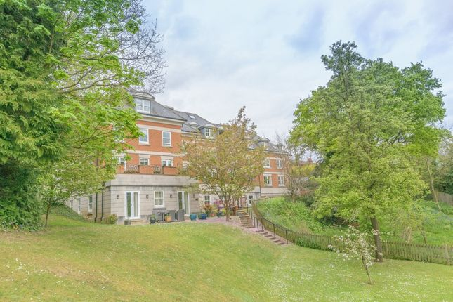 Thumbnail Flat to rent in Shortheath Road, Farnham