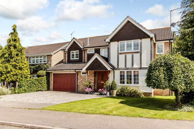 Thumbnail Detached house for sale in Avenue Road, Ingatestone