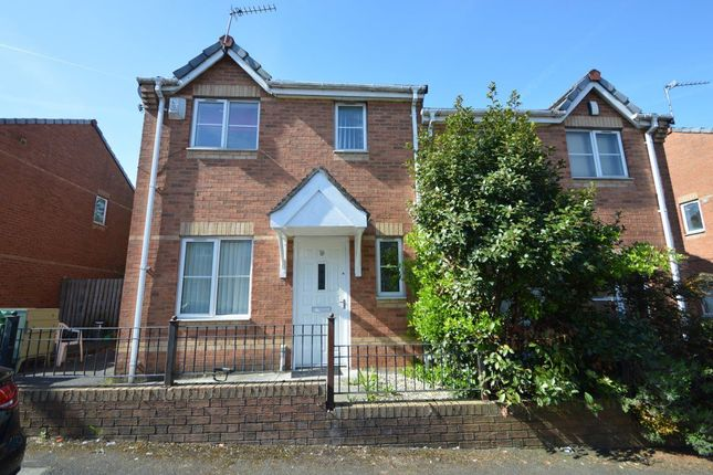 Thumbnail Property to rent in Foxham Drive, Salford