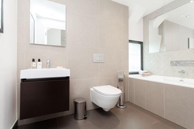 Thumbnail Flat for sale in Western Avenue, Perivale, London