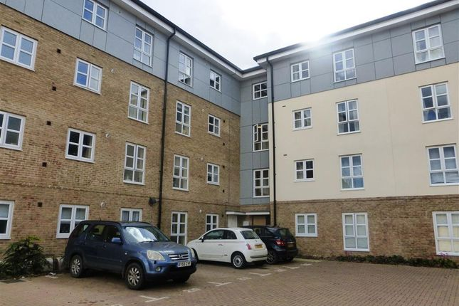 2 bed flat to rent in Gwendoline Buck Drive, Aylesbury HP21