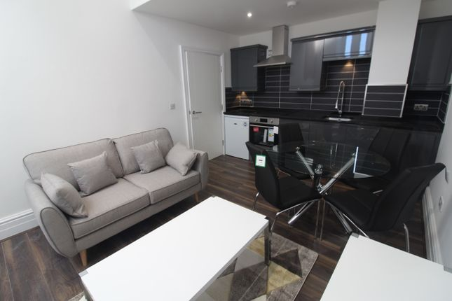 Thumbnail Flat to rent in Pearl Chambers, East Parade, Leeds