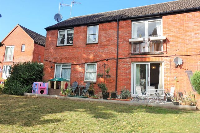 Thumbnail Flat for sale in Yarlington Close, Norton Fitzwarren, Taunton