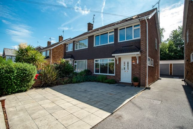 4 bed semi-detached house to rent in Warley Hill, Brentwood, Essex CM14