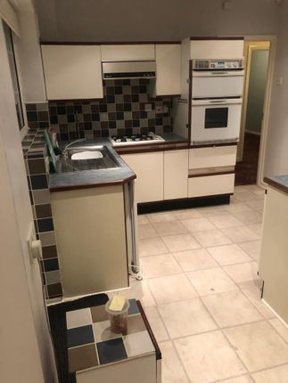 Thumbnail Bungalow to rent in Westbrook Road, Hounslow, Middlesex