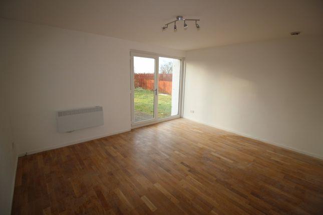 Thumbnail Flat to rent in Kildonan Court, Newmains, Wishaw, North Lanarkshire