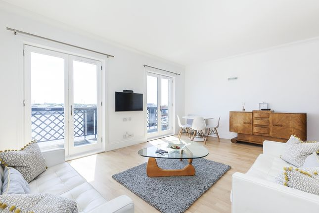 Thumbnail Flat to rent in Narrow Street, London