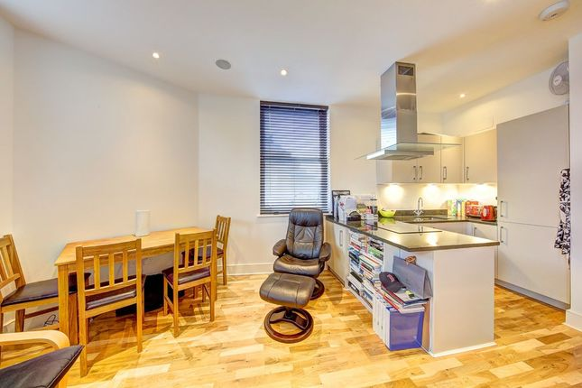 Thumbnail Flat to rent in St Johns Hill, London