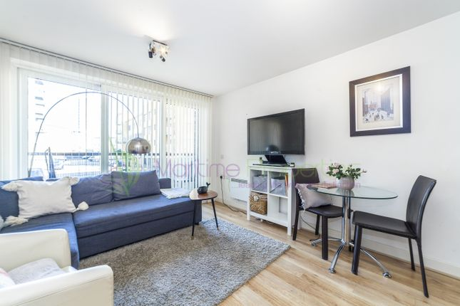 1 bed flat to rent in Tarves Way, Greenwich, London SE10